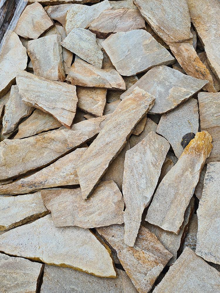 Gnejs z Bułgarii naturalny kamień jasny miodowy drobny